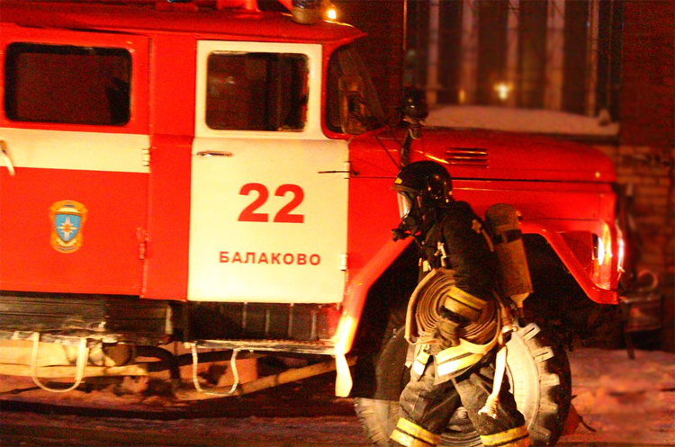 Вчера в Балаково два пожарных расчета тушили пожар на Шевченко