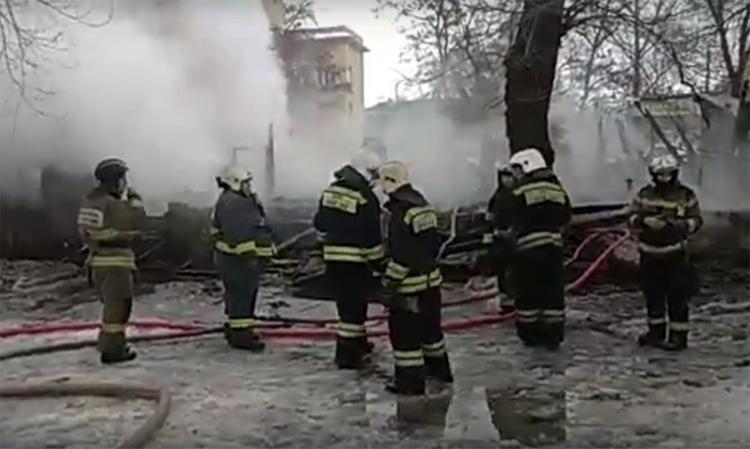 В Балаково сожгли клопятник на Академика Жука где размещались адвокаты