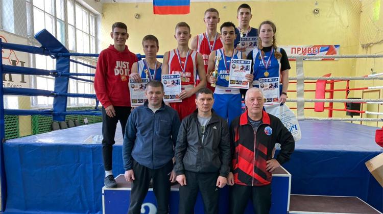 Балаковские боксеры привезли из Саратова 7 золотых медалей и вошли в сборную региона