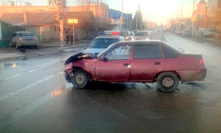 В Балаково водителя «Нексии» госпитализировали в реанимацию после ДТП на Комарова