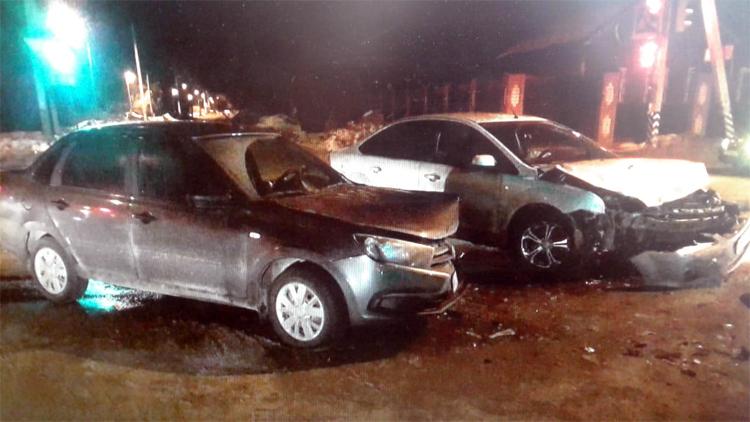 В Балаково на Комарова столкнулись иномарка и «Лада»