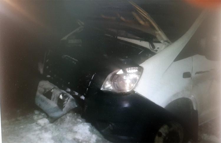 На дороге из Балаково в Саратов на встречке столкнулись два грузовых автомобиля