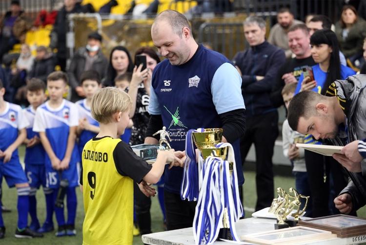 Балаковские 10-летние парни обыграли сильнейшую футбольную команду из Тольятти