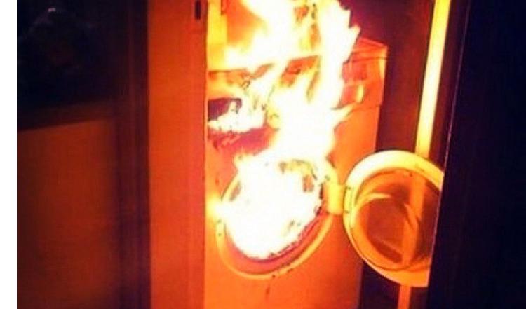 В Балаково из-за стиральной машины загорелась квартира