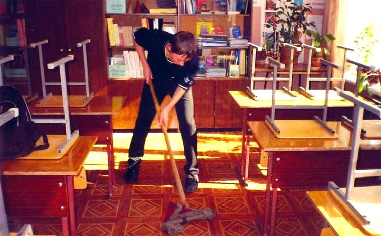 Все идет к мытью полов в Саратовской области школьников могут обязать убираться в классе
