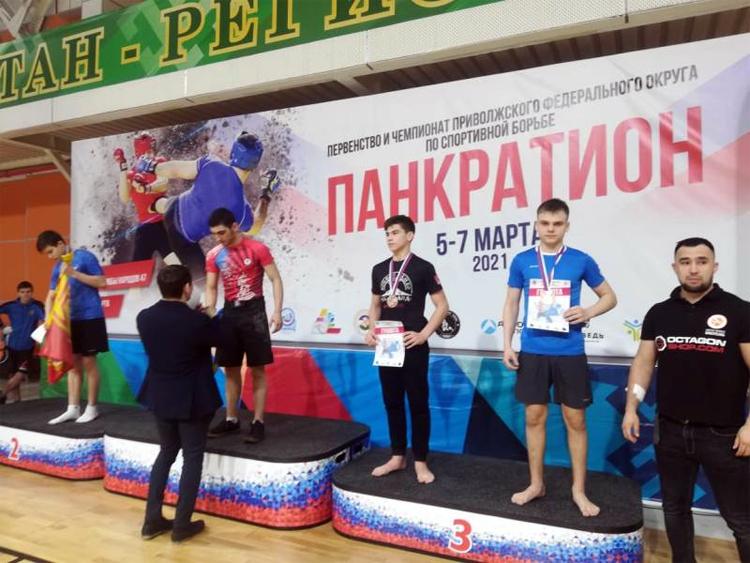 Юные балаковцы заняли призовые места в соревнованиях по панкратиону