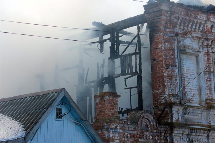 На пожаре в Балаково погиб пожилой мужчина