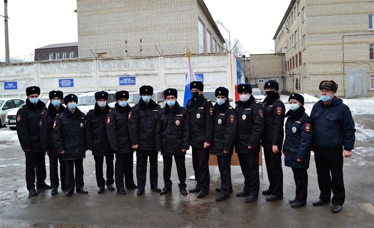 Полицейские в Балаково дали клятву верности в масках