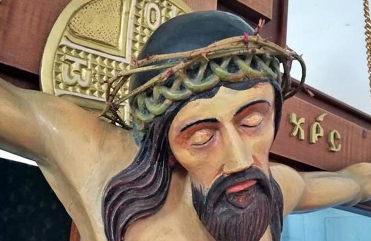 В храме села Вязовка Саратовской области на статуе Христа расцвел терновый венец