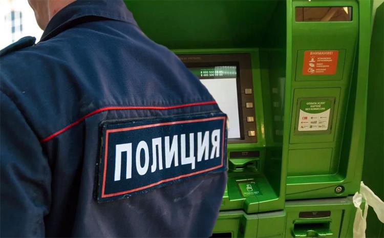Полицейский-стажер в Балаково не позволил отобрать у старушки 1,5 миллиона рублей