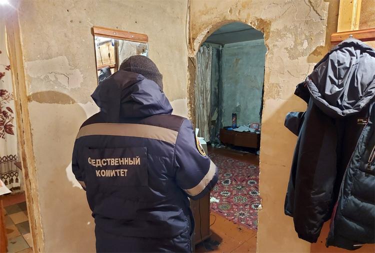 В Балаково трупы двух молодых мужчин пролежали в квартире три дня