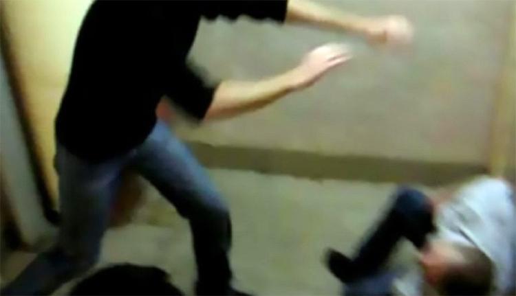 В Балаково будут судить трех парней, избивших до смерти в подъезде прохожего