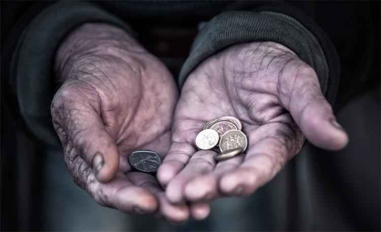 Неужели в самом деле доходы россиян выросли? Или малоимущие вымерли?