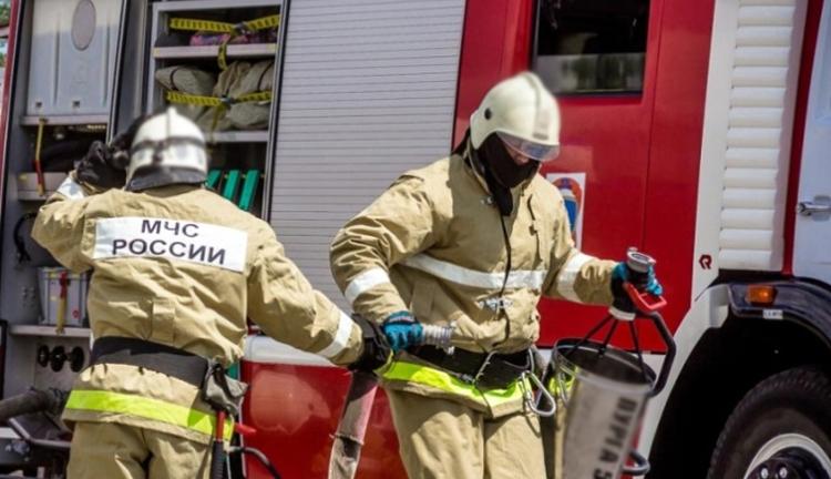 В Балаково горели тягач, двухэтажное здание и квартира