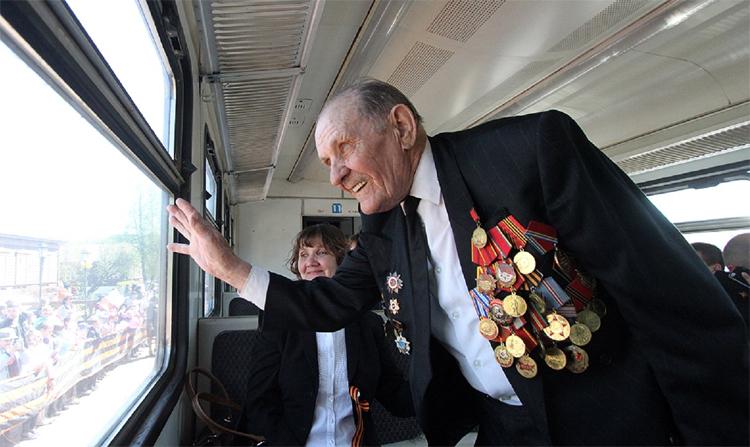 Участники и инвалиды Великой Отечественной войны с сопровождающим могут ездить на поездах бесплатно