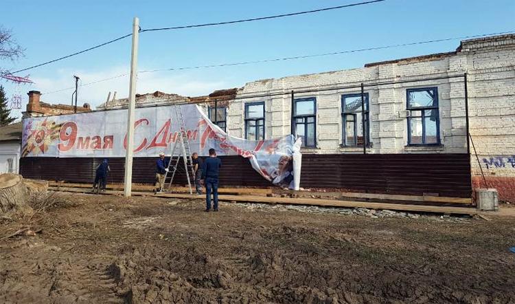 Ветераны на фоне руин – сегодняшнее Балаково