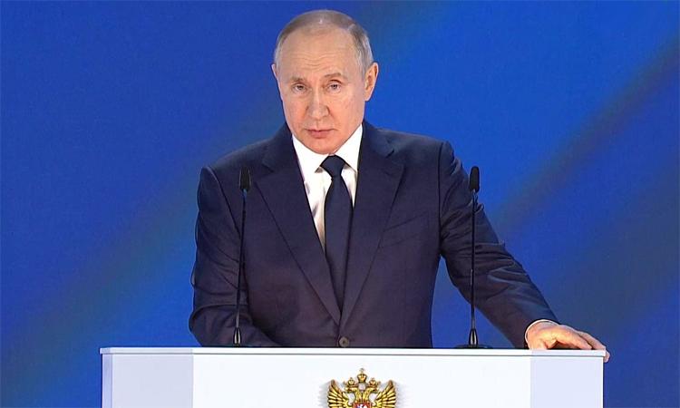 О чем говорил Путин в своем послании и кто получит новые выплаты
