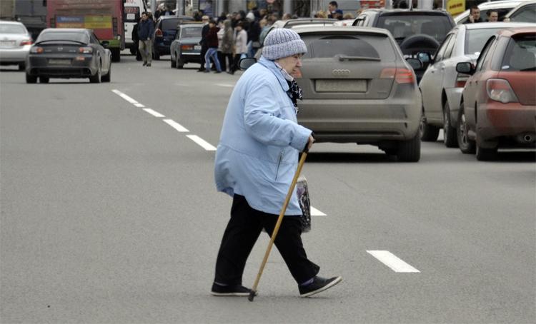 В Балаково пенсионер на «семерке» допустил наезд на свою ровесницу