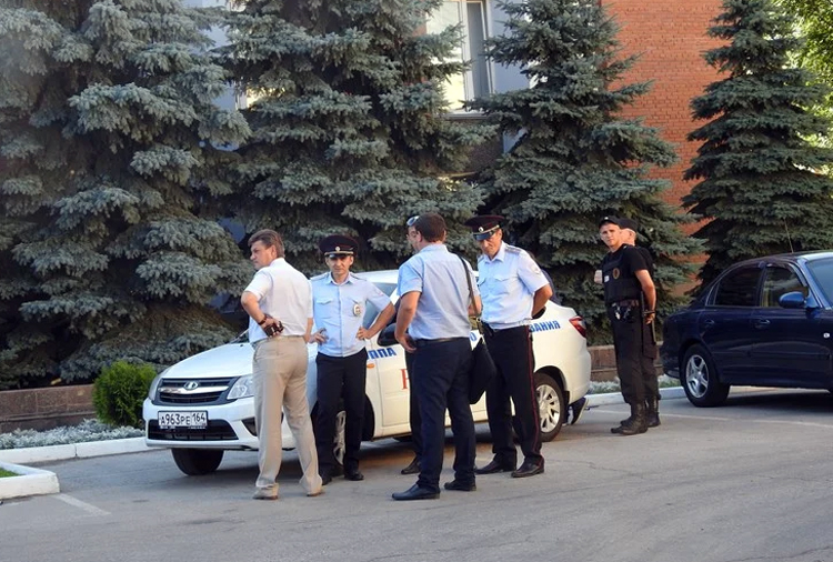 Батальоны охранников в Саратовской области защищают депутатов и чиновников, но не детей
