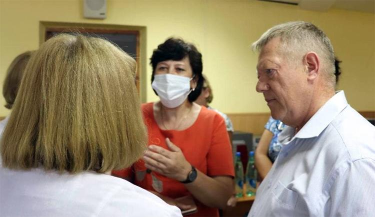 Николай Панков пообещал молодым работникам скорой помощи в Балаково достойную зарплату