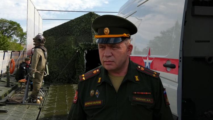 В Балаково пришвартовалась 100-метровая понтонная цепь