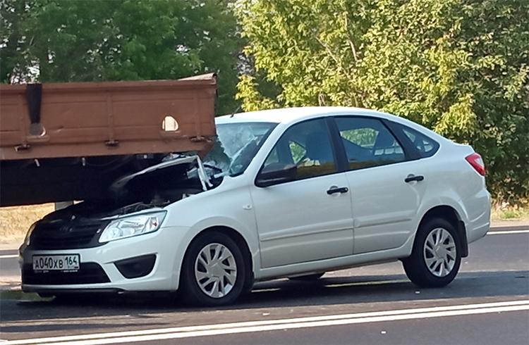 Грузовик между двумя Hyundai: рядом с Балаково произошло тройное ДТП