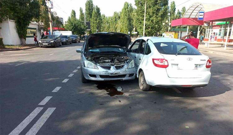 Пассажиров «Лады-Гранты» госпитализировали после ДТП в Балаково