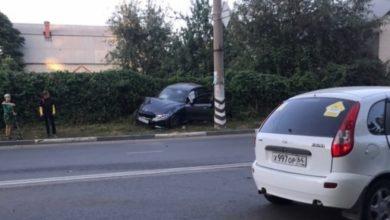 На Минской в Балаково водитель иномарки вылетел на встречку: пострадали три человека
