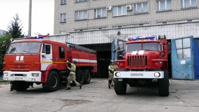В минувшие выходные балаковские пожарные тушили квартиру, два дома, гараж и автомобиль