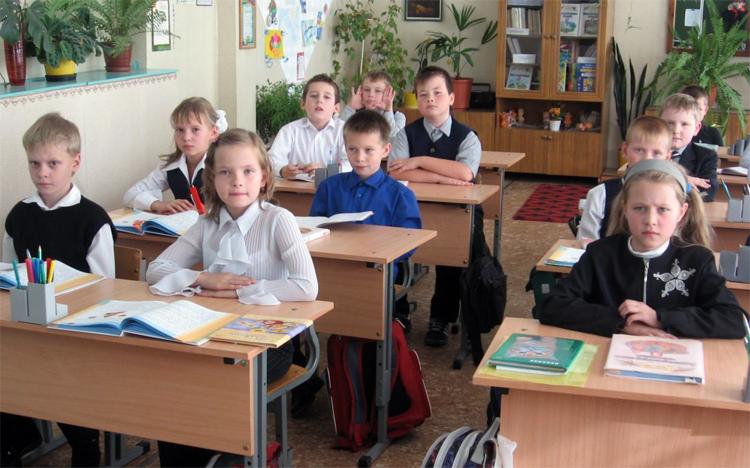 Школьников больше не будут переводить на дистанционное обучение: заявление министра