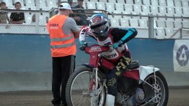 Мотоцикл на старте вылетел из-под гонщика: подробности последних гонок по спидвею в Балаково